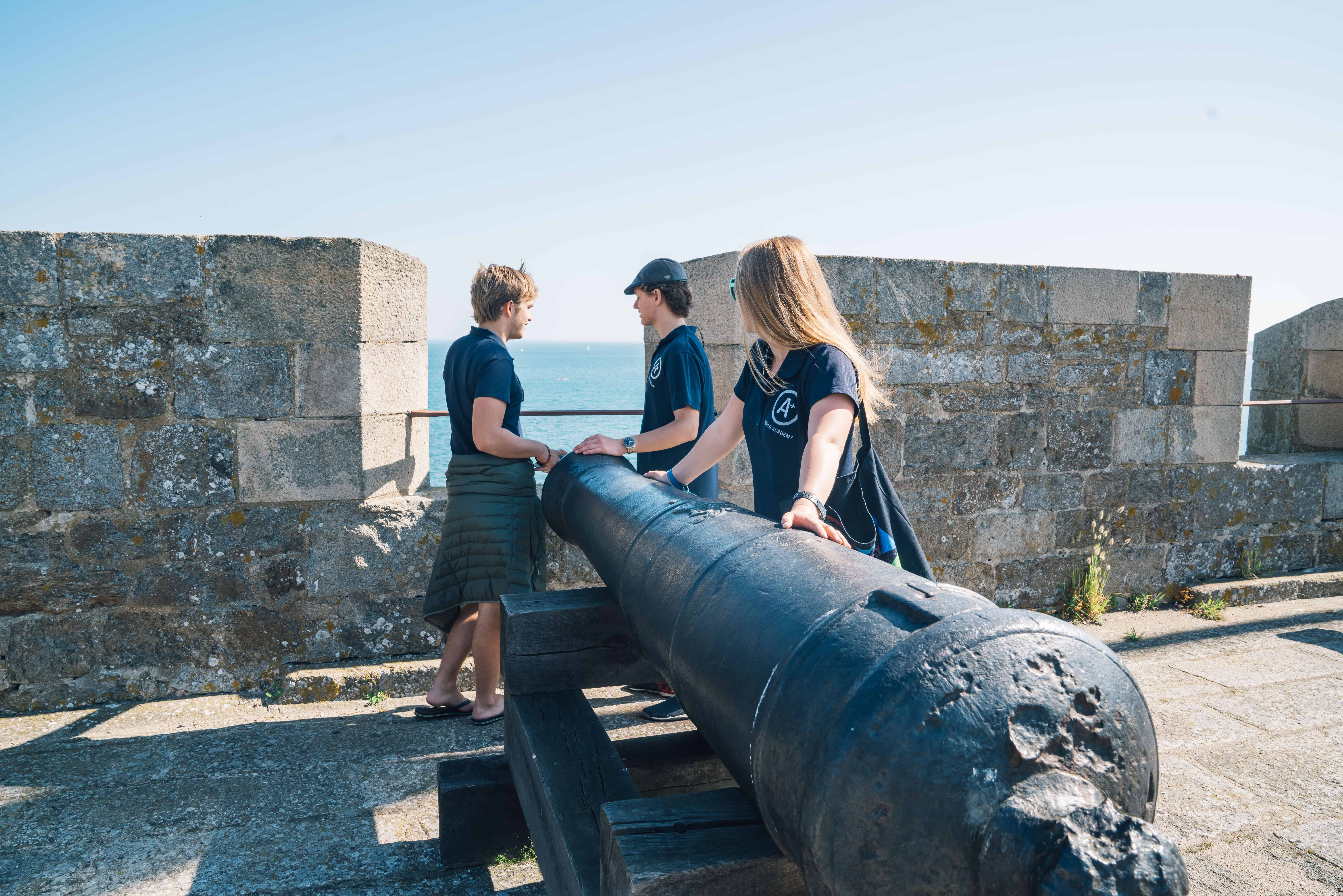 2017 May Saint Malo France Jo Henrik, Nora H and Emil next to cannon at Fort National