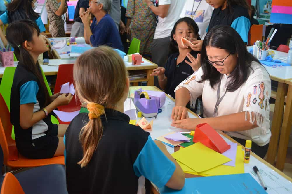 Primary School students learning from the International Primary Curriculum (IPC)