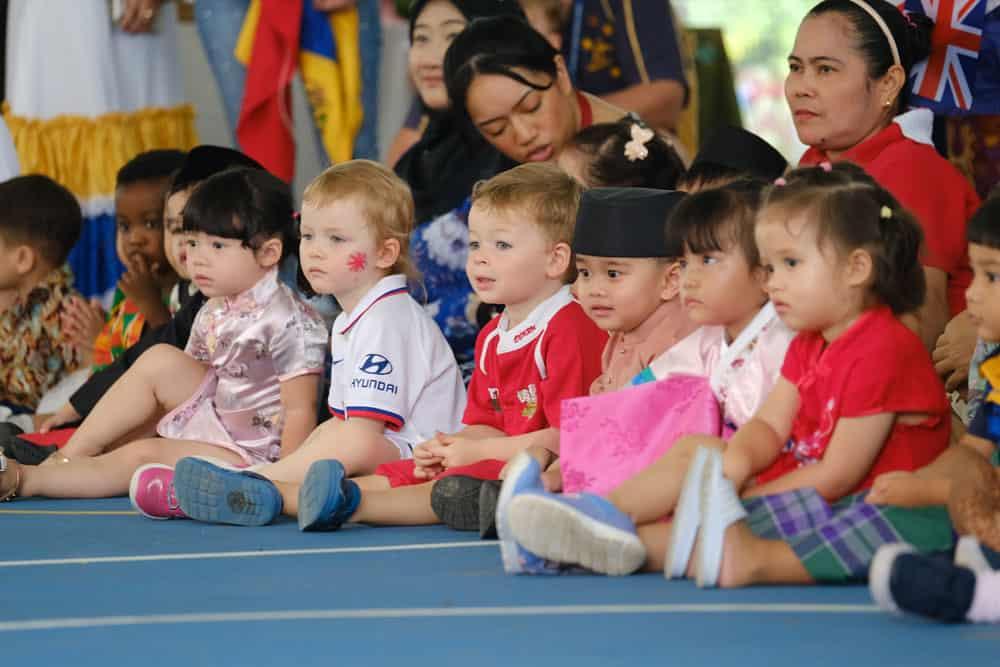 Des élèves participent aux célébrations de la Journée internationale à l'école internationale Jerudong
