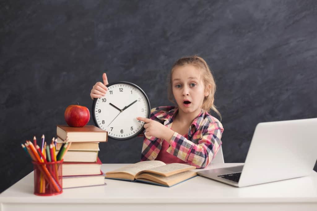 La gestione del tempo è un'abilità vitale da imparare per i bambini.