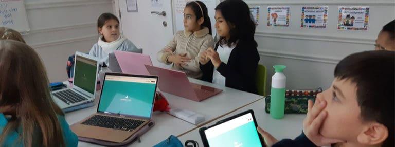 Soutenir l'apprentissage des élèves par la technologie à l'ère du COVID-19