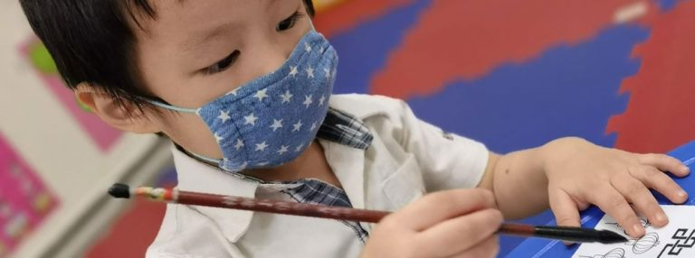 Activité d'écriture calligraphique pour les élèves du PEJ